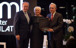 Mastermind Latino Expresidente colombiano Dr. Álvaro Uribe recibió el premio MasterMind Latino 2018 por su contribución al liderazgo regional