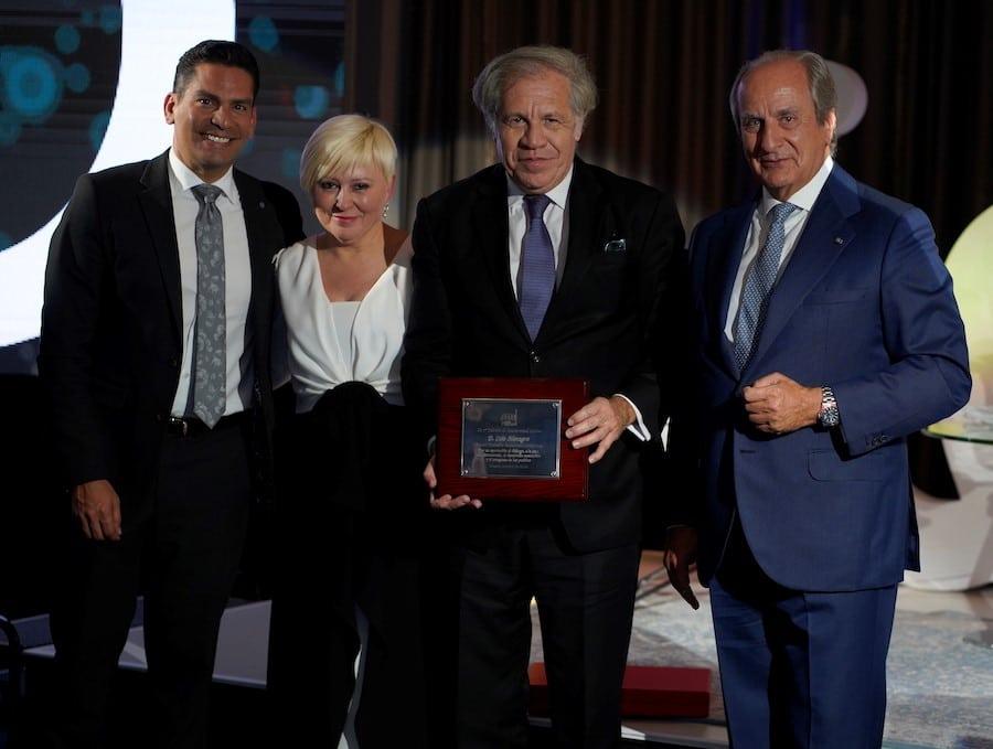 Luis Almagro, secretario general de la OEA, recibió el Premio MasterMind Latino 2019