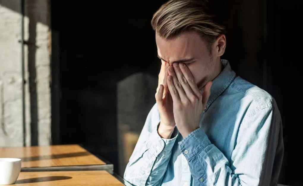 Los 4 beneficios de llorar en el trabajo
